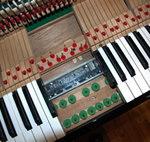 生ピアノの音が消音します